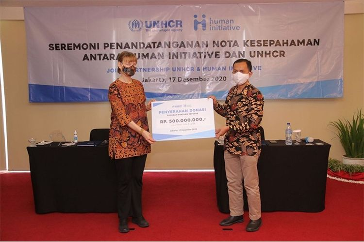MoU signing ceremony and donation handover between Human Initiative and UNHCR