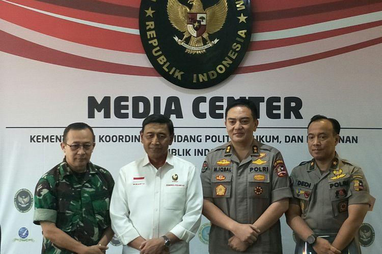 Menko Polhulam Wiranto usai menyampaikan konferensi pers menyikapi hasil rekapitulasi suara Pemilu 2019