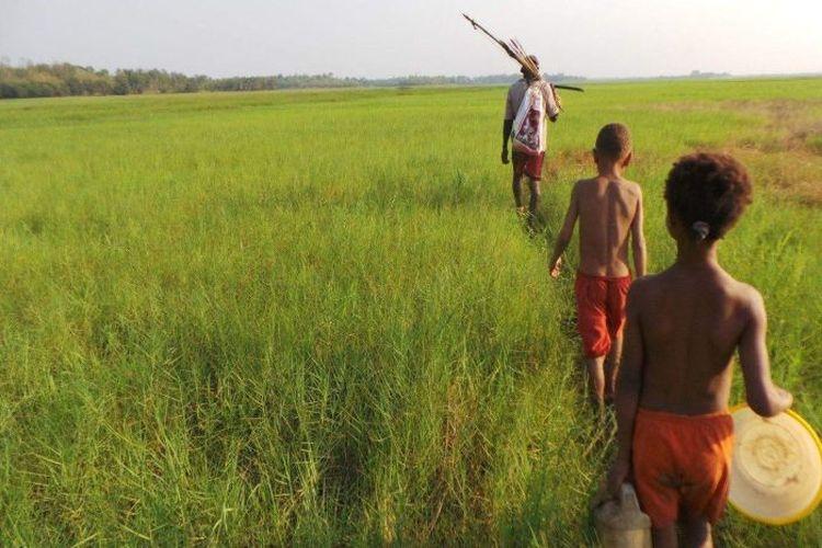Masyarakat suku Marind kehilangan riwayat kehidupannya dengan hilangnya hutan akibat pembukaan lahan kebun sawit.