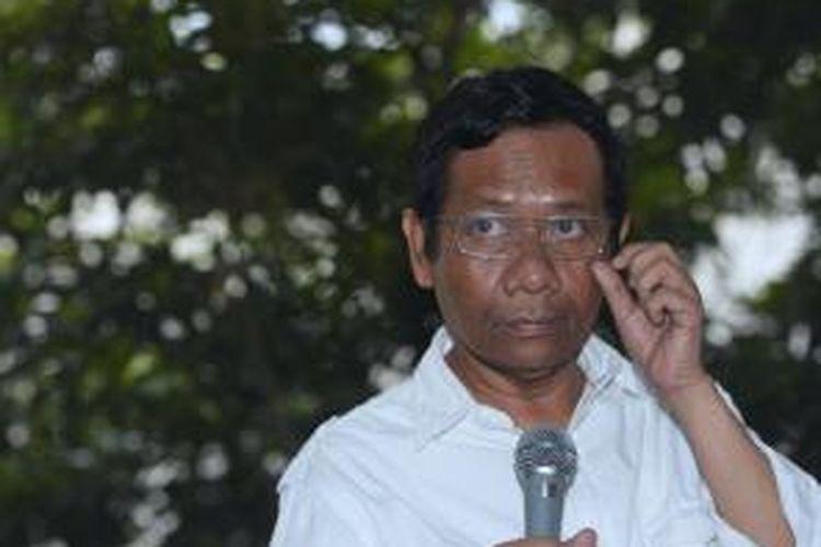 Mantan Ketua Mahkamah Konstitusi, Mahfud MD menyampaikan kesediannya menjadi ketua tim pemenangan pemilu presiden pasangan Prabowo Subianto-Hatta Rajasa kepada media massa di Jakarta, Kamis (22/5).