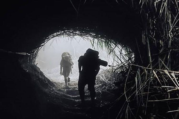 Terowongan Kemin, terowongan bambu yang akan dilewati pendaki Gunung Prau via Igirmranak, Wonosobo.