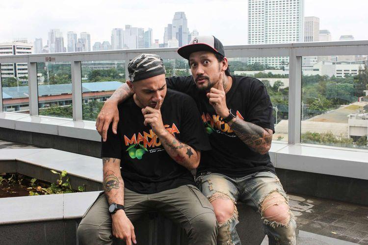 Gary Iskak dan Tora Sudiro saat Media visit film Mangga Muda di Kantor Redaski Kompas.com, Menara Kompas, Jakarta,Kamis( 9/1/2020). Film Mangga Muda akan tayang pada 23 Januari 2020.