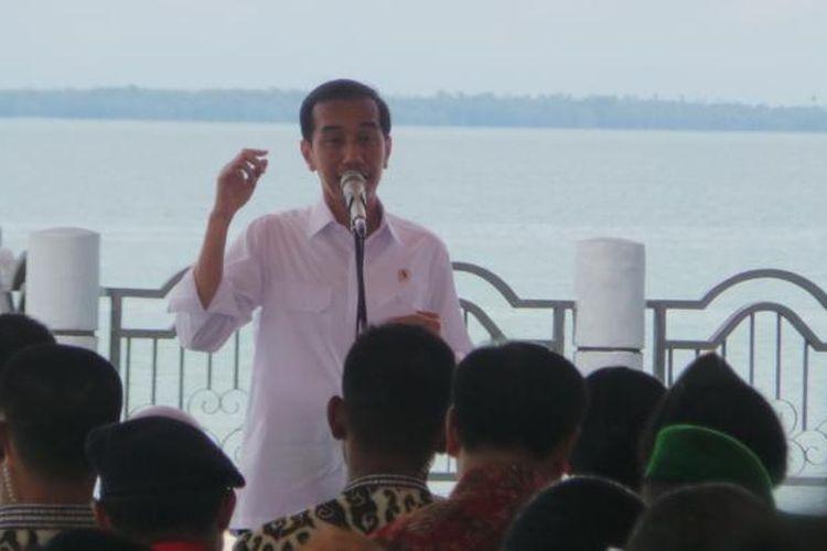 Presiden Joko Widodo di acara Hari Nusantara 2014, Pantai Siring Laut, Kabupaten Kotabaru, Kalimantan Selatan, Senin (15/12/2014).