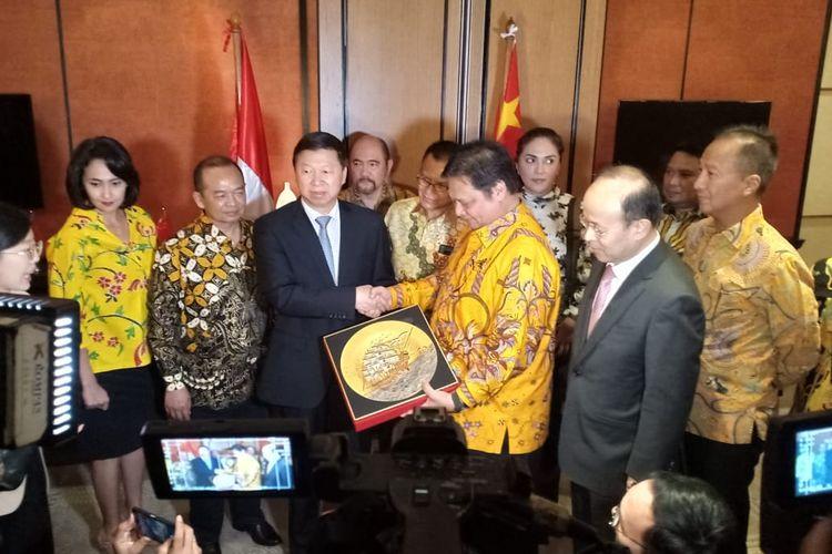 Ketua Umum Partai Golkar Airlangga Hartarto bertemu denganbKepala Polit Biro Hubungan Internasional Partai Komunis China (Head of International Department Communist Party of China) Song Tao, di Hotel Shangri La Jakarta, Sabtu (21/9/2019).