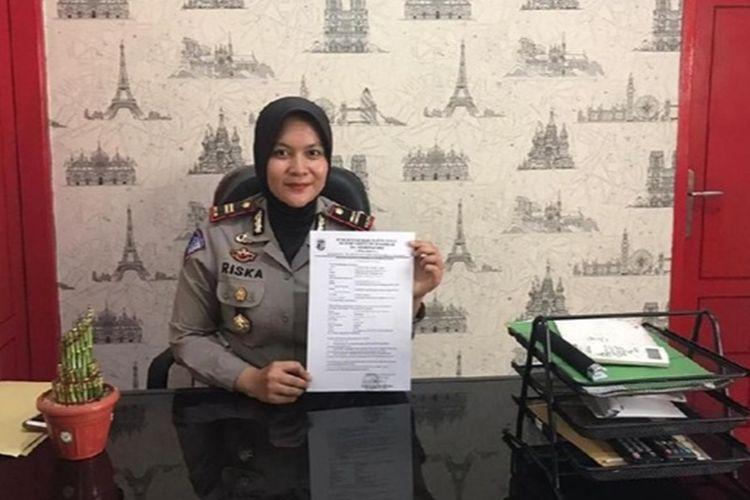 Kasat Lantas Polres Pandeglang Iptu Riska Tria saat menjelaskan duduk perkara tidak ditahannya tersangka lakalantas di Polres Pandeglang, Kamis (28/11/2019).