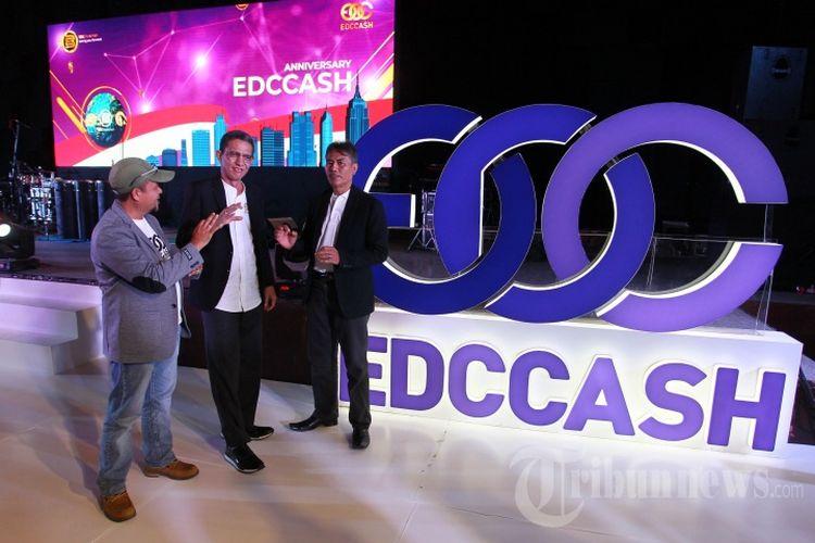 CEO EDCCash Indonesia Abdulrahman Yusuf (tengah) berbincang dalam acara perayaan HUT EDC Blockchain with EDCCash Indonesia di JIExpo, Kemayoran, Jakarta, Minggu (1/9/2019). Perayaan HUT EDC Blockchain with EDCCash Indonesia tersebut diperingati bersama 5000 mitra dari seluruh Indonesia.