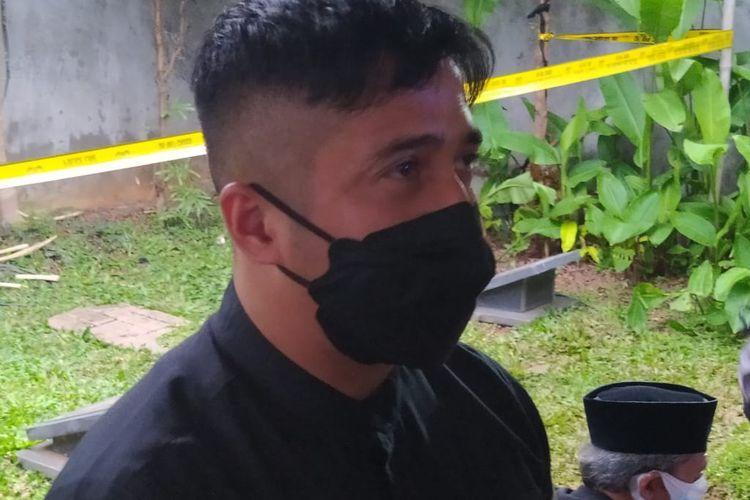 Irfan Hakim usai mengikuti prosesi pemakaman Syekh Ali Jaber.