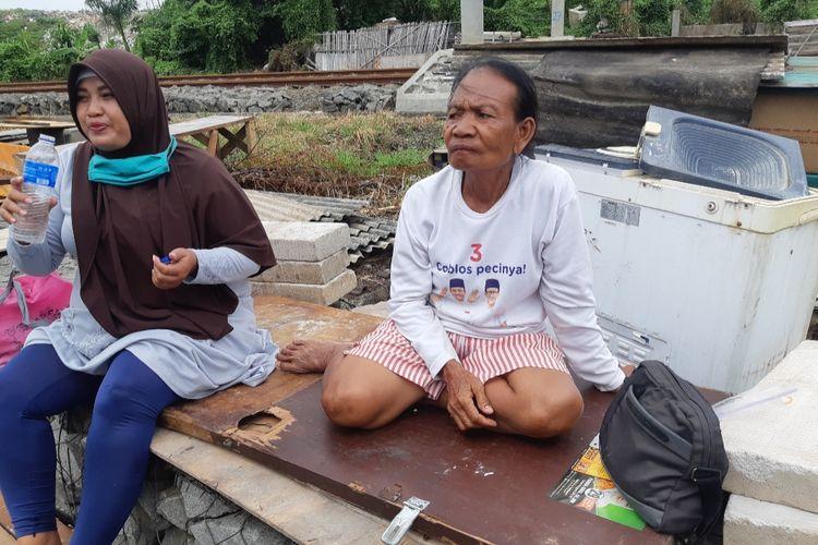 Warsini, salah satu warga yang rumahnya digusur di Kampung Sadar, RT 006/ RW004, Ancol, Jakarta Utara Rabu (15/7/2020).