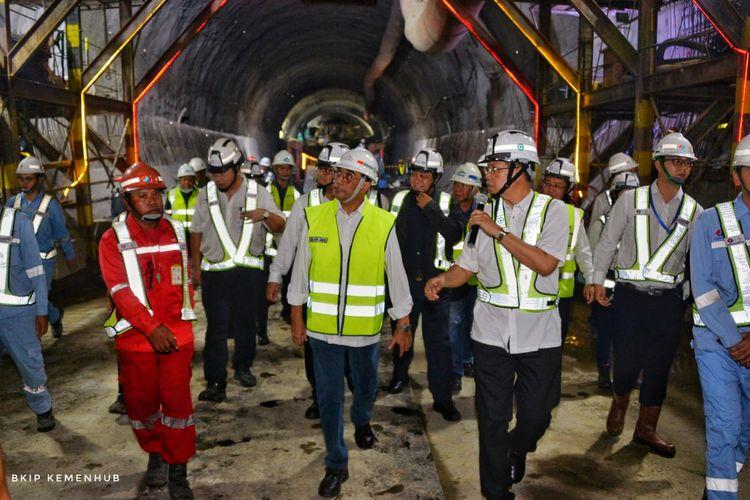 Menhub Tinjau Proyek KA Cepat Jakarta Bandung