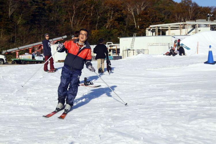 Suasana bermain ski di Yeti Snow Resort di Prefektur Shisuoka, Jepang, di bawah kaki Gunung, Fuji.