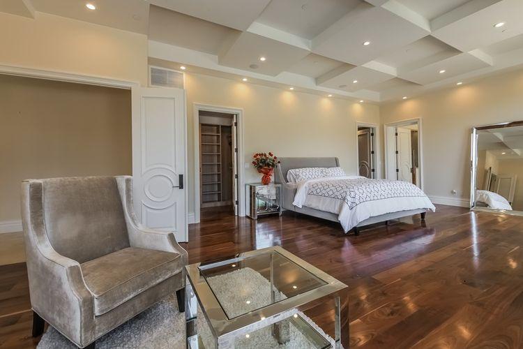 Suasana kamar di rumah baru Ariana Grande di Beverly Hills.