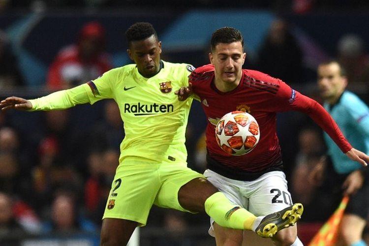 Nelson Semedo mencoba menahan laju Diogo Dalot pada pertandingan Manchester United vs Barcelona dalam perempat final Liga Champions di Stadion Old Trafford, 10 April 2019.
