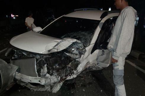 Berkendara dengan Kecepatan 100 Km Per Jam, Pengemudi Tabrak Tiang dan Pohon di Tebet, Mobil Rusak Parah