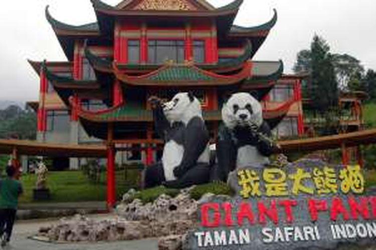 Gedung giant panda di Taman Safari Indonesia Cisarua, Puncak, Bogor, Jawa Barat. Arsitektur bangunan gedung giant panda didesain semirip mungkin nuasa diChina. Taman Safari Indonesia akan mendatangkan sepasang giant panda asal China pada September 2016.