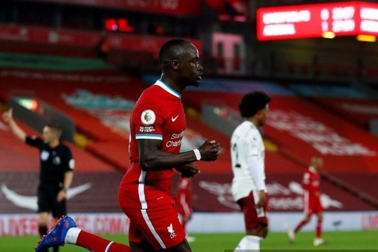 Penyerang Liverpool, Sadio Mane, membobol gawang Arsenal pada pekan ketiga Liga Inggris 2020-2021.