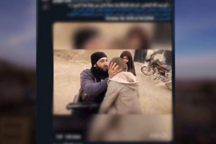 Potongan video yang ditemukan oleh peneliti Institut Dialog Strategis (ISD). Video tersebut ditemukan dalam perpustakaan online milik Negara Islam Irak dan Suriah (ISIS).