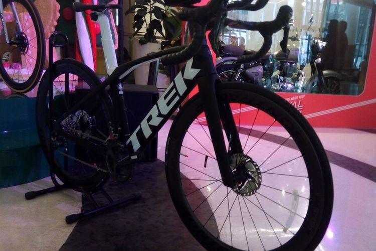 Satu unit sepeda bertulisan TREK pada gelaran Velofest 2019 (13-15 Desember 2019). Banderol harganya mencapai Rp 100 juta per unit.