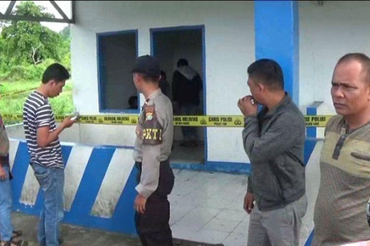 Gadis remaja ditemukan terluka parah di bekas pos polisi.