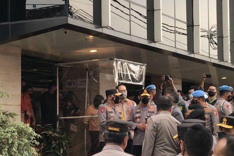 Kapolri Jenderal Pol Listyo Sigit Prabowo meninjau perayaan Paskah di Gereja Bethel Indonesia (GBI) Bukit Sion di Jalan Raya Fatmawati, Cilandak, Jakarta Selatan pada Minggu (4/4/2021) sore.