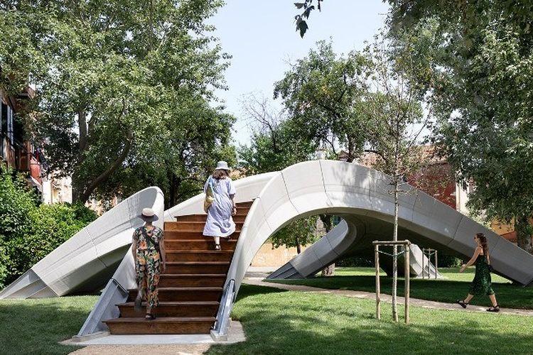 Jembatan Striatus, merupakan jembatan yang dibangun dengan beton tiga dimensi dan saat ini berlokasi Kota Venesia, Italia.