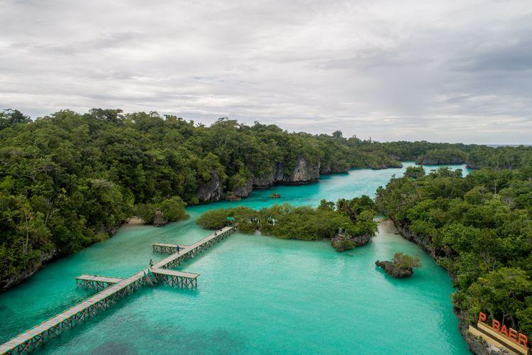 Pemandangan laguna di Pulau Baer, Kepulauan Kei, Jumat (16/3/2018). Pulau Baer berada di utara pulau Kei Kecil dan dapat dicapai menggunakan perahu cepat.