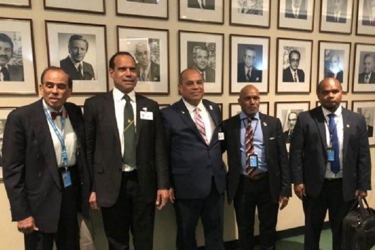 Pemimpin UNLWP, Benny Wenda (dua dari kanan) hadir di Sidang Umum PBB sebagai adviser pada delegasi Vanuatu.