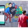 Mahasiswa UM Surabaya Ingatkan Bahaya Pinjol Ilegal lewat Mural