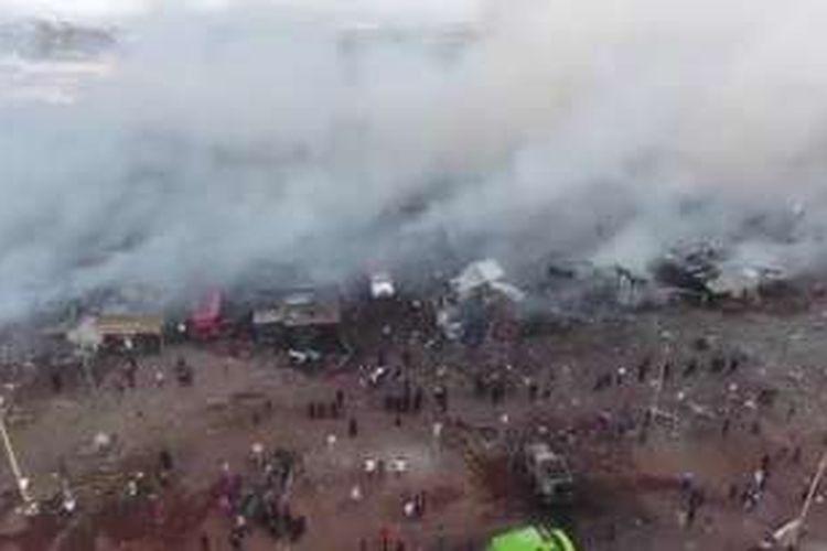 Ledakan pasar kembang api besar di Tultepec, utara Mexico City, Rabu pagi WIB (21/12/2016).