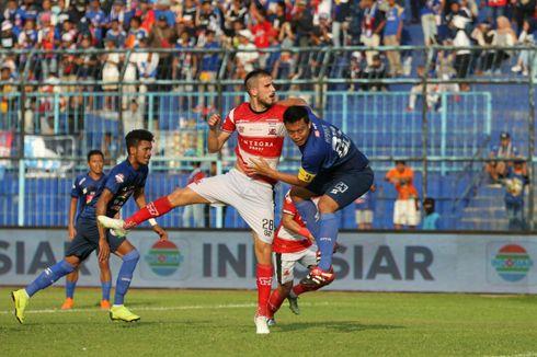 Arema FC Vs Madura United, Hujan Kartu Kuning, Singo Edan Menang