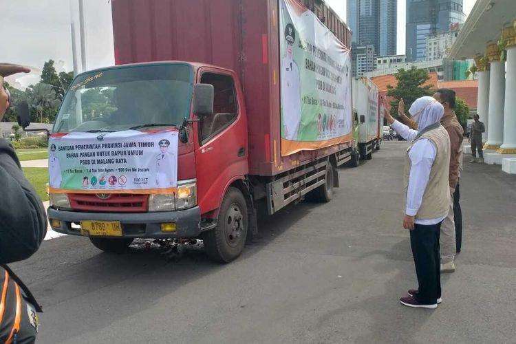 Pemberangkatan bantuan sembako untuk dapur umum di wilayah PSBB Malang Raya, Jumat (15/5/2020)