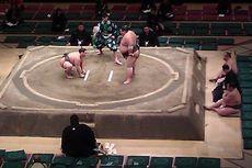 Membantu Orang, Dua Wanita Diusir dari Arena Sumo