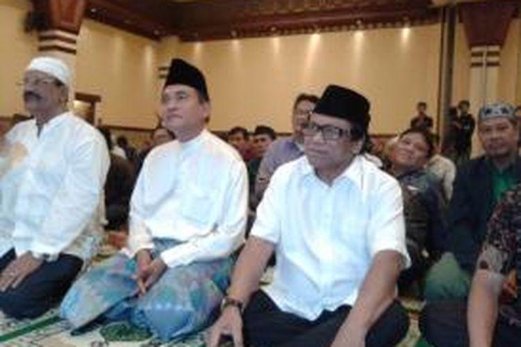 Yusril Ihza Mahendra (kiri) dan Oesman Sapta Odang (kanan) saat hadir dalam acara buka puasa dan silaturahmi kebangsaan bersama di Balai Kartini, Jakarta, Minggu (28/7/2013)