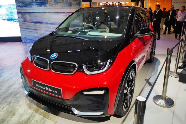 BMW resmi memasarkan mobil baru berteknologi listrik, i3s di GIIAS 2019.
