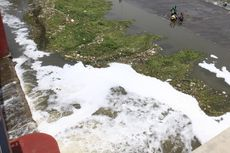 Sungai Anyar di Solo Tercemar Limbah Detergen