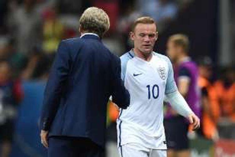 Wayne Rooney ditarik keluar oleh Roy Hodgson saat Inggris hadapi Islandia pada babak 16 besar Piala Eropa 2016, Senin (27/6/2016).