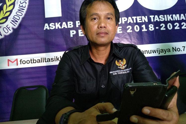 Ketua KPAID Kabupaten Tasikmalaya, Ato Rinanto di Mako Polres Tasikmalaya Kota, Selasa (17/3/2020).