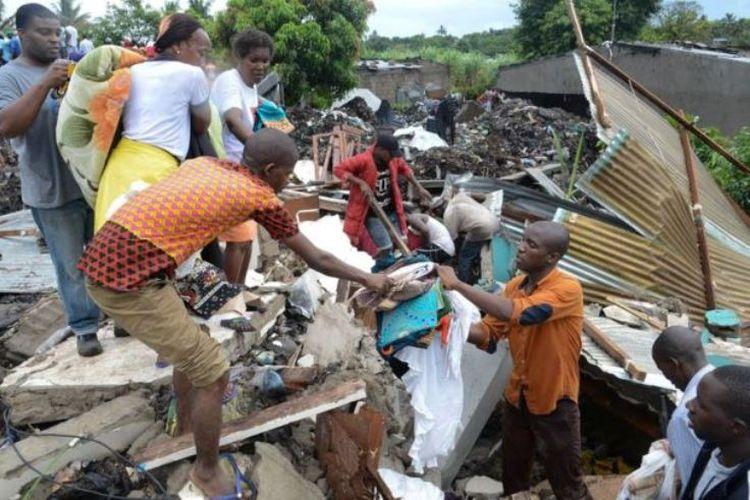 Sebanyak 17 orang tewas akibat gunung sampah longsor di Mozambik, Senin (19/2/2018). (EPA via BBC)