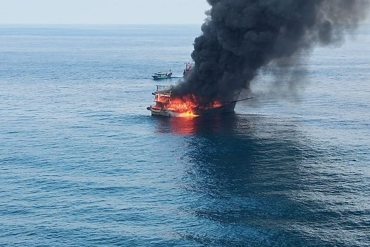 Satu ABK tewas dan dua lainnya dilaporkan hilang setelah KM United terbakar dan karam di perairan Pulai Berhala, Kabupaten Serdangbedagai, Sumatera Utara.