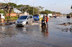 Jalan Pantura Semarang Diterjang Banjir Rob, Motor Mogok dan Bahayakan Pengendara