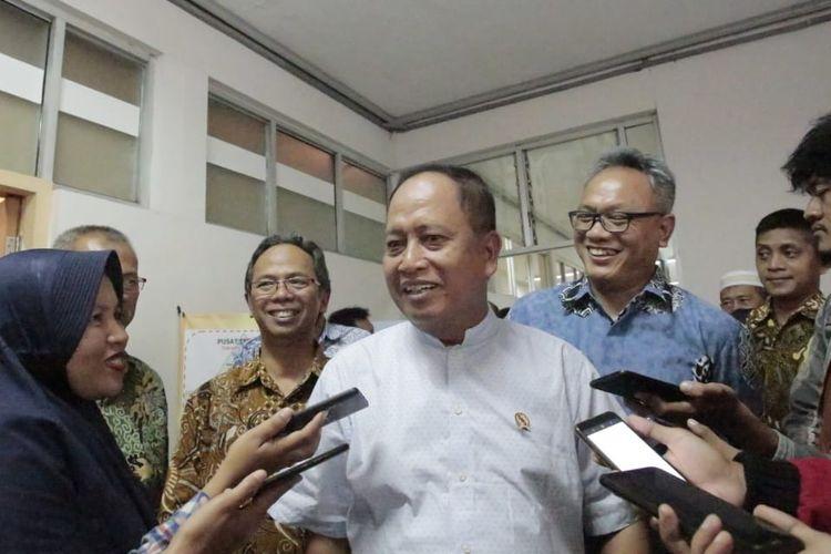 Menristekdikti usai konferensi pers Pengumuman PMDK-PN 2019 di Politeknik Negeri Semarang (16/4/2019).
