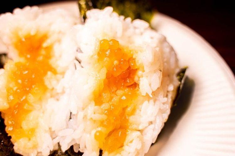Bentuk boba di dalam onigiri boba. Boba tersebut sudah direndam dengan kecap asin sebelum dijadikan isian onigiri