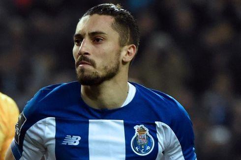 Bek Porto Alex Telles Tanggapi Isu Gabung ke Manchester United