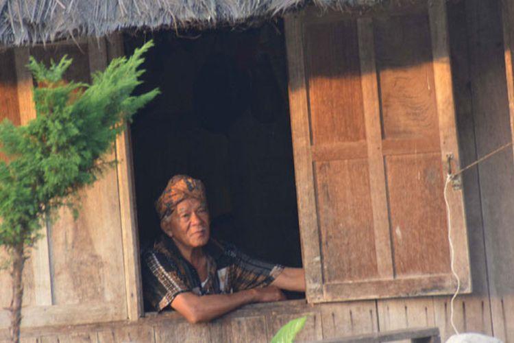 Tua adat Kampung Mbaru Gendang Ruteng Puu di Kecamatan Langke Ruteng, Kabupaten Manggarai, Flores, Nusa Tenggara Timur salah satu kampung tertua di wilayah Flores Barat.