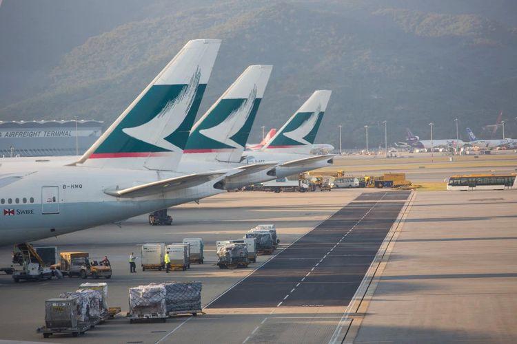 Maskapai Hong Kong Cathay Pacific.