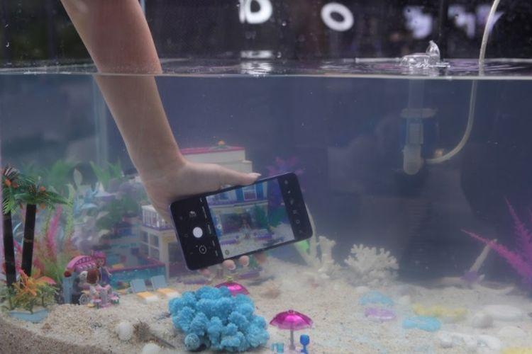 Fitur water resistant di Samsung Galaxy A52 dan Galaxy A72