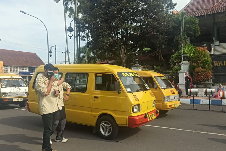Angkutan kota di Jember dirubah menjadi angkutan wisata yang siap mengantarkan wisatawan keliling Jember