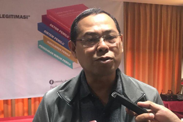 Ketua Perkumpulan untuk Pemilu dan Demokrasi (Perludem) Topo Santoso usai acara Perludem bertajuk Catatan Awal Tahun: Refleksi 2018, Meneropong 2019, di D Hotel, Jakarta Selatan, Kamis (10/1/2019).
