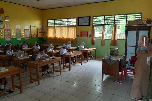 Mendikbud Tegaskan Belajar di Sekolah Wajib Bergiliran dan Pakai Masker