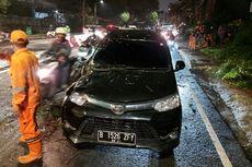 Hujan Deras Guyur Jakarta, Pohon Tumbang Timpa Mobil di Cipete