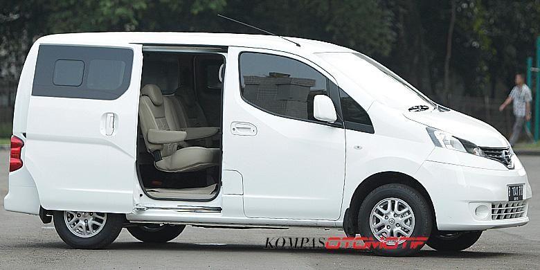 Nissan Evalia didesain menggunakan pintu geser.
